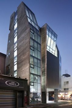 P -- Architects: DLIM Architects Location: Seoul Korea Architect In Charge: Young Lim Sun Kim Arch Building, Building Design, Space Architecture, Amazing Architecture, Bedroom Decor For Women, Best Build, Diy Porch, Cool Apartments, Modern Buildings