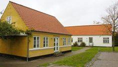 Rytter Arkitekter A/S køber det tidligere erhvervskontor og turistkontor - det lille gule og det lille  hvide hus i Nørregade - af Halsnæs K...