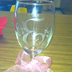 Etched wine glass -cricut