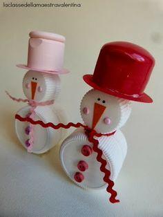 AZ osztályfőnök Valentina Christmas Ornament Crafts, Snowman Crafts, Handmade Christmas, Bottle Top Crafts, Plastic Bottle Crafts, Aluminum Crafts, Bottle Cap Art, Holiday Crafts For Kids, Recycling