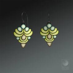 esempi per polyshrink Bettina Welker - Art Deco. Art Deco Earrings with Bettina Welker craftartedu.com.  See more on Bettina's Facebook page:  https://www.facebook.com/beadworx.de CraftArtEdu: http://craftartedu.com/bettina-welker-art-deco-earrings Bettina Welker. Art Deco Earrings with Bettina Welker polymer clay class tutorial.