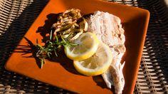 Trota alla griglia con limone e rosmarino: come cuocere il pesce alla brace! http://winedharma.com/it/dharmag/settembre-2014/pesce-alla-griglia-tecniche-di-cottura-bbq