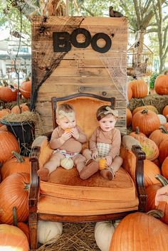 Super Adorable Fall Session at the Pumpkin Patch Pumpkin Patch Farm, Pumpkin Field, Pumpkin Patches, Fall Photo Booth, Photo Props, Fall Pumpkins, Halloween Pumpkins, Fall Festival Decorations, Pumpkin Patch Pictures
