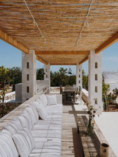 A series of minimal white blocks interlock to form Villa Cardo, a holiday home by Studio Andrew Trotter that takes cues from local architecture in Puglia. Trotter, Facade Design, House Design, Architecture Design, Porches, Outdoor Spaces, Outdoor Living, Puglia Italia, Terrazo