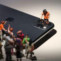 Tatsuya Tanaka 田中達也さん (@tanaka_tatsuya) / Twitter Miniature Calendar, Miniature Photography, Cartoon Man, Smartphone, Tiny World, Creative Advertising, I Wallpaper, Inspiration Boards, Apple Products