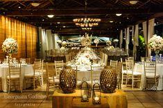 Decoração criada por Lajedo. O casamento de Suellen e Eduardo, publicado no Euamocasamento.com. As fotos são de  Georgeana Godinho Fotografia. #euamocasamento #NoivasRio #Casabemcomvocê