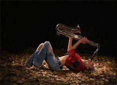 Pero hay sol. Pero hay un viento dulce...  (El anhelo de trascender persiste. Luego, vivo.) Alejandra Pizarnik