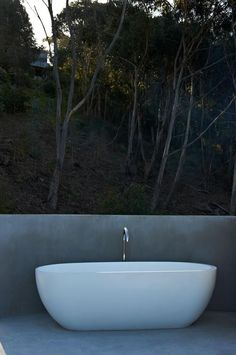 Ocean house Outdoor Bath #oceanhouse #lorne #robmillsarchitects #bath #outdoorbath #outdoorliving #greatoceanroad