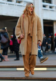 Street Style I monotone outfit I all camel I oversized coat I baggy pants @monstylepin