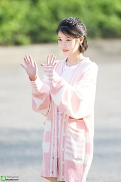 170428 IU arriving Music Bank by Dooooly Iu Fashion, Kawaii Fashion, Look Fashion, Korean Fashion, Suzy, Pretty Korean Girls, Tips Belleza, Korean Actresses, Celebs