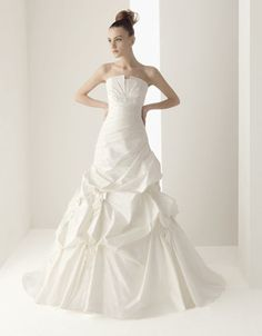 GALAICO / Wedding Dresses / 2011 Collection / Luna Novia