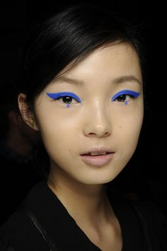 #Model #Backstage #Eyeliner #Blue #Ethnic #Beauty #Makeup #Runway #Style #Fashion #BiographyInspiration