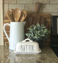 Most current Photographs farmhouse style kitchen counter decor, Rae Dunn pottery, butter dish, modern far. Thoughts To build a traditional-looking country house, you can refer to the next additional functions: Brigh Country Farmhouse Decor, Farmhouse Style Kitchen, Farmhouse Design, Home Decor Kitchen, Country Kitchen, Home Kitchens, Modern Farmhouse, Kitchen Ideas, Kitchen White