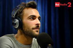 Una delle vocipiù emozionanti della musica italiana, vincitore del Festival di Sanremo nel 2013, sarà il nuovo conduttore di 'Hit Parade': dal 9 al 24 aprile, ogni weekend alle 13.00, Marco Mengoni prenderà cuffie e microfono per raccontare