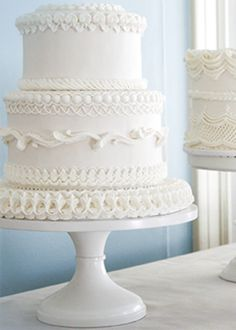 "This cake by Wendy Kromer Confections features elegant over-piping called ""The Lambeth Method. Wedding Cake Icing, Wedding Cake Stands, Fall Wedding Cakes, White Wedding Cakes, Beautiful Wedding Cakes, Wedding Cake Designs, Beautiful Cakes, Amazing Cakes, Cupcakes"