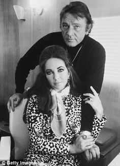 Elizabeth Taylor and Richard Burton, 1971 by Terry O' Neill Richard Burton Elizabeth Taylor, Burton And Taylor, Richard Taylor, Golden Age Of Hollywood, Classic Hollywood, Old Hollywood, Hollywood Glamour, Hollywood Actresses, Terry O Neill