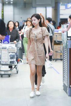 Pin by Lulamulala on Blackpink Jennie Blackpink, Fashion kpop hijab - Hijab Kpop Outfits, Korean Outfits, Chic Outfits, Blackpink Airport Fashion, Airport Style, Blackpink Fashion, Asian Fashion, Fashion Outfits, Fashion Black