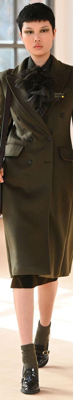 Max Mara Fall 2021 RTW Max Mara, Catwalk, Leather Skirt, Boss, Fall Winter, Feminine, Skirts, Clothes, Beautiful