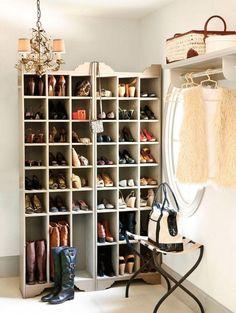 casier de rangement pour les chaussures dans l'entrée
