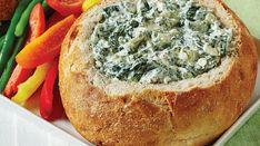 Recette : Trempette aux épinards dans un bol de pain.