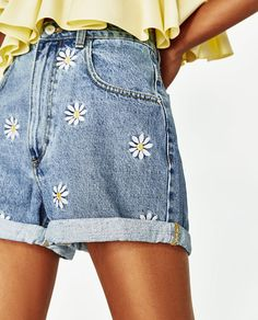 Image 4 of BERMUDA SHORTS WITH EMBROIDERED DAISIES from Zara