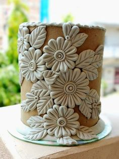 I think this is clay, but could be done in fondant Polymer Clay Kunst, Polymer Clay Crafts, Diy Clay, Pottery Painting Designs, Pottery Designs, Pottery Art, Glass Bottle Crafts, Bottle Art, Ceramic Clay