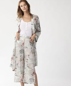 Okinawa landscape print robe, 39.99£ - Fine robe with long sleeves and belt that ties with a bow. - Find more Spring Summer 2017 trends in women fashion at Oysho.