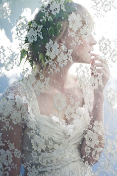 delicate lace screen for bridal portraits Tulle, Boho Stil, Pearl And Lace, Foto Art, Foto Pose, Antique Lace, Bridal Portraits, White Lace, Getting Married