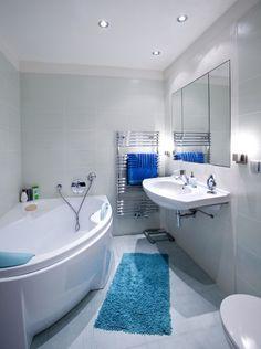 Kleines Bad Einrichten Farben Fliesen Hellblau Blaue Matte Eckbadewanne