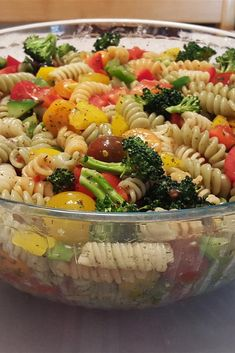 Pasta Salad Recipe - The veggies match the colors in the tri-colored pasta. And the dressing is real zesty and spicy. So when all three - pasta, veggies and dressing - come together, you have a festive, tasty and beautiful salad for six. Salad Recipes Video, Pasta Salad Recipes, Recipe Pasta, Pasta Salad Dressings, Dressing For Pasta Salad, Simple Pasta Salad, Tri Color Pasta Salad, Penne Pasta Salads, Vegetarian Pasta Salad