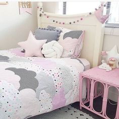 This pink, white and grey room is a great colour scheme for a girls bedroom. Love the use of the pastel shades to give the room a softer appearance. The Pom Pom garland above the bed and along the grey cushion are a cute little detail.  Photo from @my_littleecho I'm loving the knot cushions they supply! Follow me for more ideas. #pink #grey #white #knotcushion #pompom #pompomcushion #pompomgarland #pastelcolours #childrensbedroomideas #childrensinteriors #childrensinteriordesign…
