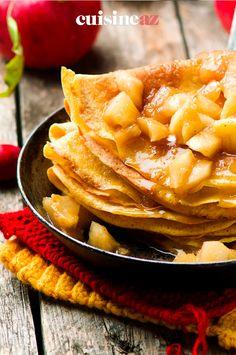 Ces crêpes garnies de pommes, sucre roux et cannelle sont simples à préparer. #recette#cuisine#pomme #fruit#patisserie #chandeleur #crepes #crepe Snack Recipes, Snacks, Scones, Apple Pie, Pancakes, Desserts, Food, Pancake Day, Cinnamon