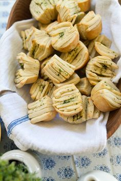 Recipe: Herbed Olive Oil Fantail Rolls — Side Dish Recipes from The Kitchn