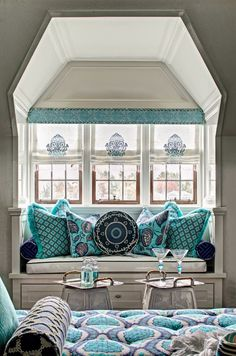 Stately Home by the Sea turquoise and navy window seat. - - Stately Home by the Sea turquoise and navy window seat. Inspire Home Stattliches Haus am Meer Fensterplatz in Türkis und Marine. Coastal Living Rooms, Living Room Interior, Moroccan Decor Living Room, Moroccan Bedroom, Moroccan Interiors, Home Design, Interior Design, Interior Ideas, Design Ideas