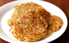 No matter what your dietary preference, everyone needs a good, hearty, and nutritious start to the day, so why not sit down to a delicious vegan breakfast? Hash Browns, Healthy Eating Tips, Healthy Nutrition, Potato Recipes, Veggie Recipes, How To Make Potatoes, Pancakes And Waffles, Vegetable Drinks, Vegetarian Food