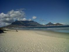Cape Town is a very popular travel destination. Here are recommended guidebooks to help you plan your trip to Cape Town and take on your Cape Town stay.