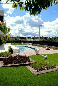 Paisajismo moderno patio piscina exterior sofas for Alma de jardin pacheco