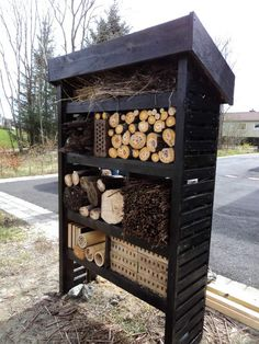 Build your own insect hotel in four days and reap the benefits all summer long!