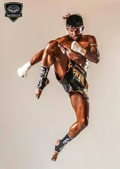 Muay Thai Kickboxing for Fitness - Bing images Muay Thai Martial Arts, Martial Arts Workout, Mixed Martial Arts, Action Pose Reference, Human Poses Reference, Action Poses, Taekwondo, Fitness Workouts, Karate
