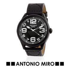 Reloj con movimiento japonés de cuarzo. Diseño exclusivo Antonio...