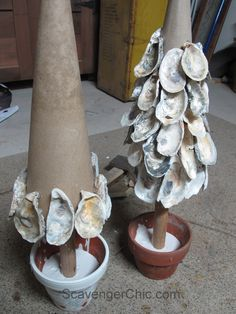 Oyster Shell Tree, beachcombing and seashell projects - Cool Crafts Oyster Shell Crafts, Oyster Shells, Sea Shells, Seashell Art, Seashell Crafts, Beach Crafts, Deco Marine, Seashell Projects, Driftwood Projects