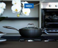 A versatilidade da nossa wok da linha Diamond faz você se apaixonar pela cozinha todos os dias.