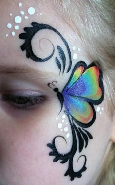 Butterfly eye - love this simple design / simpele vlinder schmink gepind door www.hierishetfeest.com