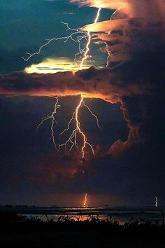 Lightning ∞∞∞∞∞∞∞∞∞∞∞∞∞∞∞∞∞∞∞∞∞∞∞∞∞∞∞∞ Weather ∞∞∞∞∞∞∞∞∞∞∞∞∞∞∞∞∞∞∞∞∞∞∞∞∞∞∞∞ Clouds ∞∞∞∞∞∞∞∞∞∞∞∞∞∞∞∞∞∞∞∞∞∞∞∞∞∞∞∞ Color ∞∞∞∞∞∞∞∞∞∞∞∞∞∞∞∞∞∞∞∞∞∞∞∞∞∞∞∞ Swirl ∞∞∞∞∞∞∞∞∞∞∞∞∞∞∞∞∞∞∞∞∞∞∞∞∞∞∞∞ ∞∞∞∞∞∞∞∞∞∞∞∞∞∞∞∞∞∞∞∞∞∞∞∞∞∞∞∞ Clear Air Boomer by Jonas Piontek All Nature, Science And Nature, Amazing Nature, Lightning Photography, Nature Photography, Photography Tips, Portrait Photography, Wedding Photography, Nature Pictures
