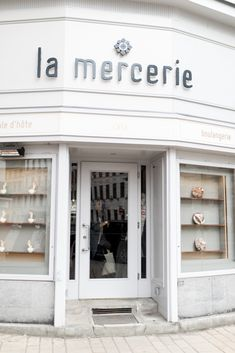 Anna Laura, Café Bistro, Vienna, Garage Doors, To Go, Outdoor Decor, Travel, Restaurants, Home Decor