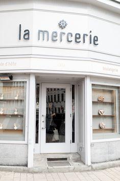 Anna Laura, Vegan Cafe, Vienna, Garage Doors, Outdoor Decor, Travel, Restaurants, Home Decor, Bakery Cafe
