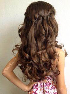 Waterfall braid with curls by @mimiamassari