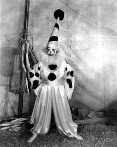 Clara Bow in Dangerous Curves directed by Lothar Mendes, Photo by George P. Creepy Vintage, Vintage Clown, Vintage Halloween, Circus Costume, Circus Clown, Circus City, Clown Costumes, Joker Costume, Circus Theme