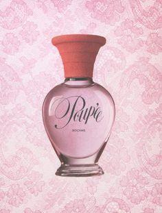 """""""Poupée"""" foi criado por Anne Flipo e lançado em 2004 sob a direção artística de Olivier Theyskens.  O título já havia sido usado brevemente por Marcel Rochas para renomear seu perfume """"Chiffon"""" em 1946."""