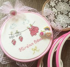 Fabric Toys Diy, Felt Fabric, Cross Stitch For Kids, Cross Stitch Baby, Embroidery Patterns, Hand Embroidery, Cross Stitch Patterns, Christmas Crochet Patterns, Baby Patterns